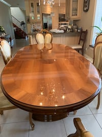 Beautiful dining room table Vaughan, L4L
