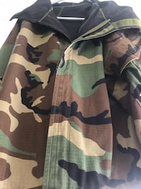 New  men's real army coat med/large Grand Rapids, 49525