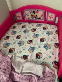 Minnie Mouse toddler bed with matt Sedalia, 65301