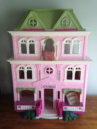 Fisher Price 3 level Dollhouse Calgary, T2Y 3A1