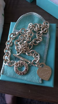 Silver Return to Tiffany toggle necklace  Vancouver, V6Z 1X9