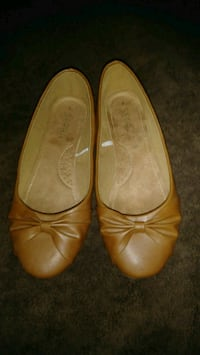 SERRA WOMENS BROWN LEATHER FLATS SIZE-8 Ontario, 91764