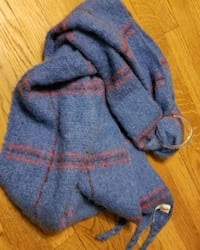 2 thick scarves