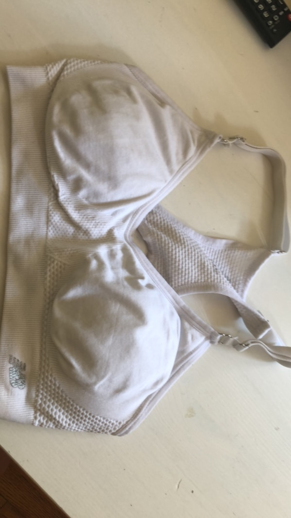 61b8d04ff7fb Used NEVER USED sports bra size S for sale in Oakville - letgo