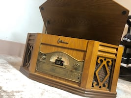 Vintage Emerson record player (wood)