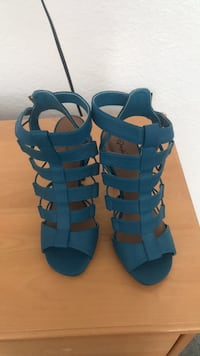 Pair of blue leather open-toe strappy heels Palmdale, 93591