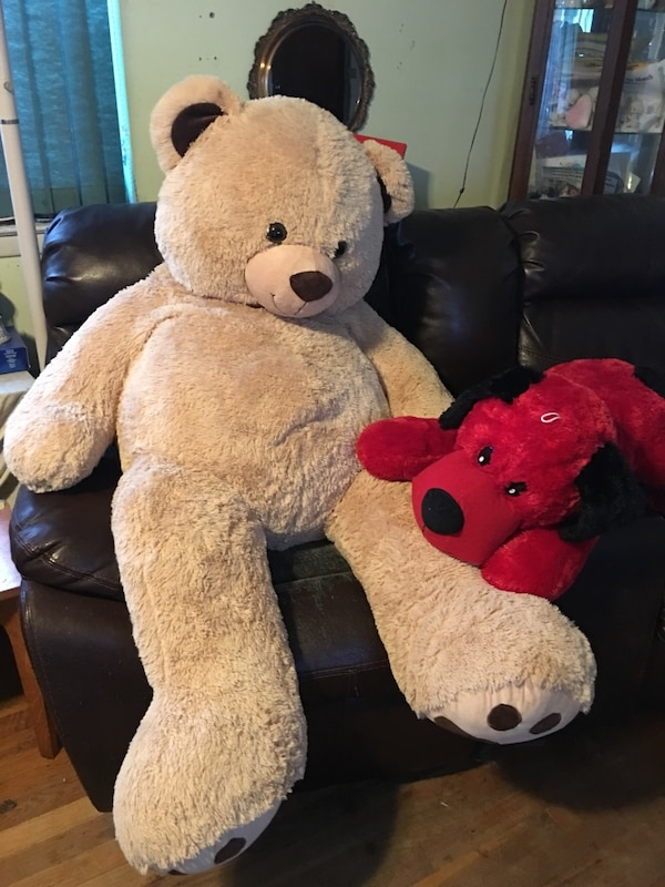 Used I full size teddy bear and hound dog for sale in New York - letgo 78f0ec10d3d1
