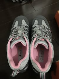 Women hiking shoes size 7 Toronto, M6S 5A7