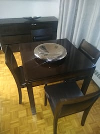 Maison Corbeil dining room set include 4 chair