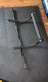 Doorway pull-up bar