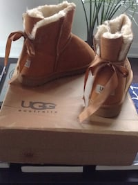 Ugg boots with box sz 6-7-8 Markham, L3R 1A6