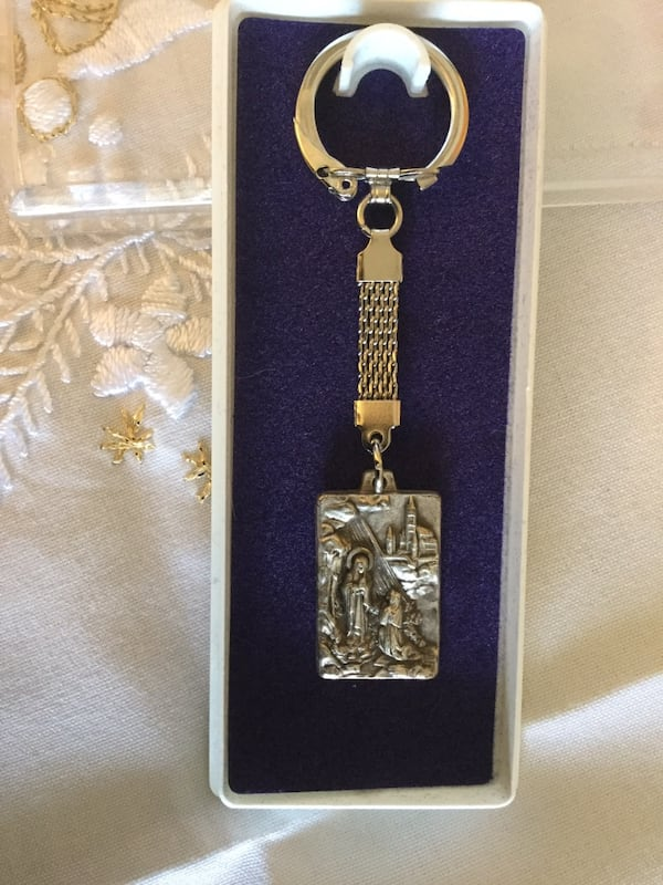Keychain new in box / From  Washington DC  National Shrine Cathedral gift stope  NEW 8ccca4ff-c9b8-4d2d-ab73-9b6b6078e937