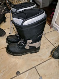 pair of black-and-gray duck boots Edmonton, T5B 0W9