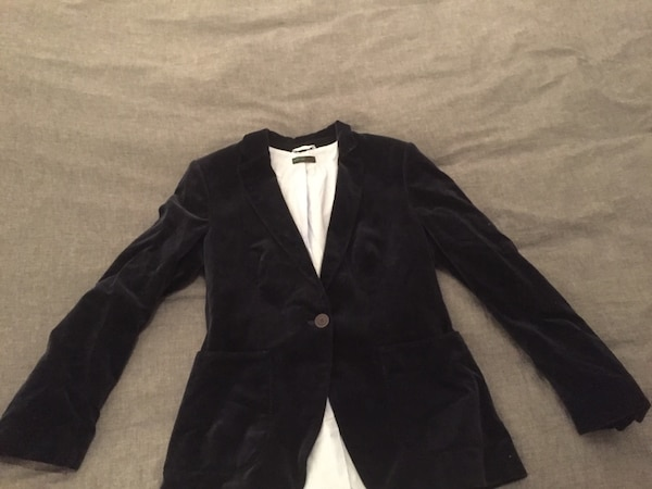 Navy blue Beneton blazer size 42 (fits to medium size) fabric is velvet like.
