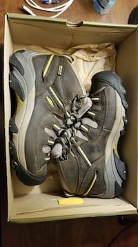 Keen hiking boots, solid leather and waterproof