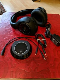 black and gray corded headphones Vancouver, V6Z