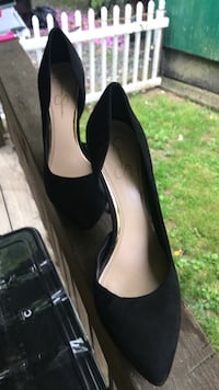 pair of black leather pointed-toe pumps Marshall, 28753