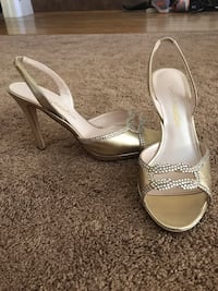 Pair of gold open-toe ankle strap heels San Ramon, 94583