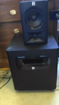Jbl powered subwoofer 500w and linear spatial rede Vancouver, V6B 6N9