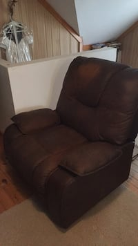 Brown fabric recliner sofa chair, 8/10 condition works just fine  Kitchener, N2H 3E7