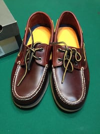Timberland. NEW brown leather boat shoes