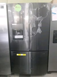 New Frigidaire French doors refrigerator in excellent condition