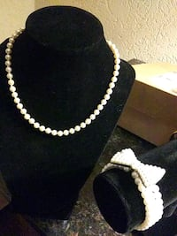 Pearl necklace with cute pearl bow bracelet Anchorage, 99501