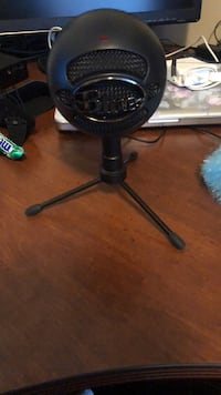 Blue snowball microphone  Surrey, V3S 0S4