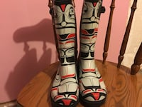 pair of black-and-red snowboard boots Vancouver, V5V 2N2