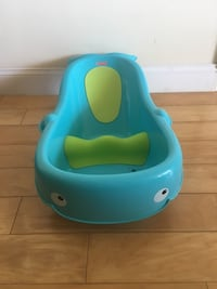 Fisher Price Whale of a Tub baby bathtub