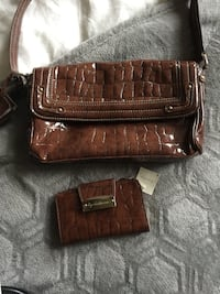 Liz Laiborne purse with matching wallet. Langley, V1M 2E6