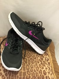 pair of black-and-white Nike running shoes 773 mi