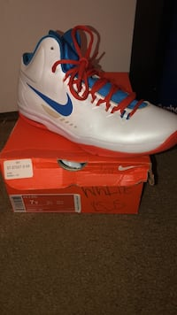 unpaired white and red Air Jordan basketball shoe with box Columbia, 21045