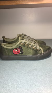 Pair of army green sneakers size 38 St Catharines, L2T