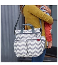 White and gray skip hop tote bag and bottle bag New York, 10472