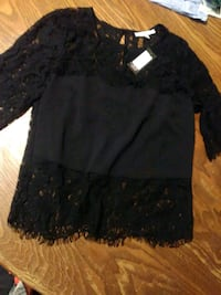 black lace long-sleeved shirt null