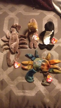 Assorted color of animal plush toys