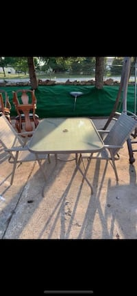 patio table set with 2 chairs that fold in good condition in shakopee Shakopee, 55379