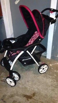 Baby's black and pink stroller Barberton, 44203