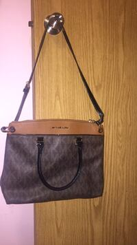 Auth Michael Kors purse  Langley, V2Y 2Y7
