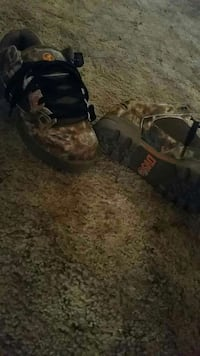 Pair of camouflage Dvs shoes Paradise, 95969