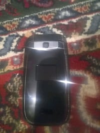 Bell LG flip phone with charger