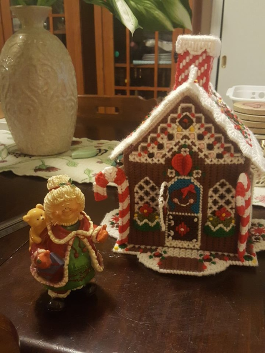 Needlepoint Fibgwrbreas House and Mrs. Santa