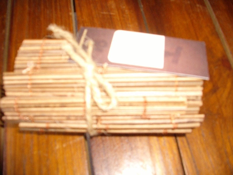 New. Very cool bamboo placemats, coasters and runner set d9ab6faf-427f-47eb-a587-b8e046ca491b
