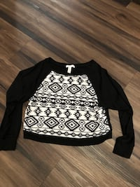 Black and white sweater long sleeves crop top size Medium