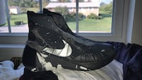 pair of black-gray-and-white Nike basketball shoes Cleveland, 37323