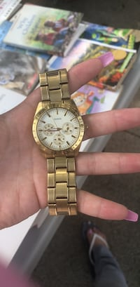 Round gold-colored analog watch with link bracelet New York, 11433