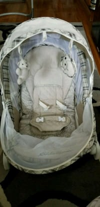 baby's gray and white bouncer Montréal, H3S 1M8