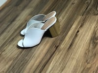 pair of white leather open toe sandals Bayonne, 07002