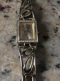 GUESS gold  watch Laval, H7P 5X1